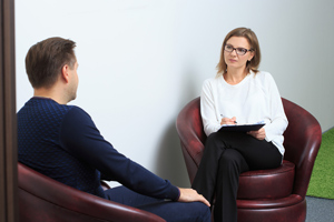 female therapist conducting session with male patient